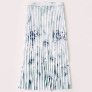 Abercrombie Pleated Skirt Size S NWT